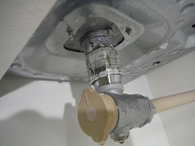 石けん水を吹きかけて漏れを確認