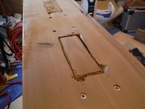 薄い木片で平らにしました