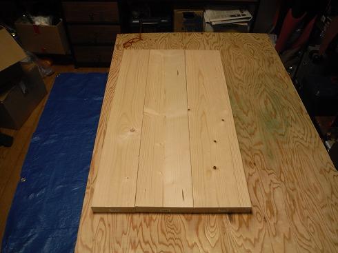 2×4を1本 2×6を2本で天板を構成します