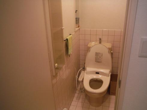 リフォーム前の2階のトイレ タイル張りです